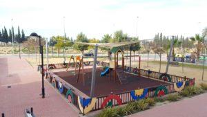 2017-02-01 Toldo en zona juegos infantiles al final de la Avda. Joven Futura