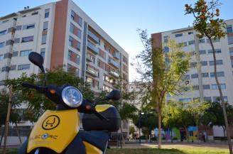 Un moto del servicio Muving días atras aparcada en Joven Futura - © La Opinión de Murcia