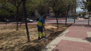 2018-08-28 Limpieza calle Poeta Eloy Sánchez Rosillo y jardines.