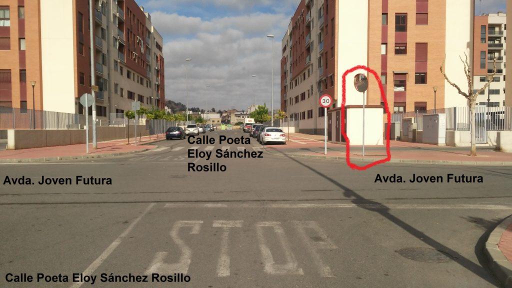2018-12-26 Señal vertical espejo cruce Avda. Joven Futura con calle Poeta Eloy Sánchez Rosillo
