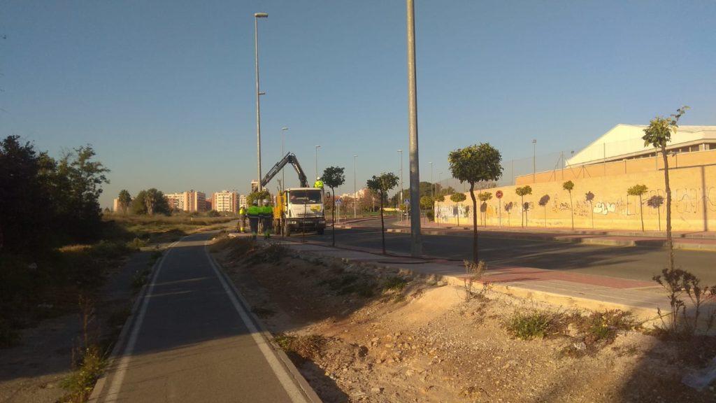 2019-02-08 Arreglo Alumbrado Público Avenida Joven Futura junto Centro de enseñanza Ntra. Sra. de la Consolación