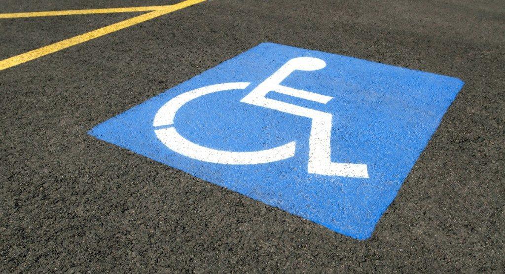 solicitud de aparcamiento para discapacitados joven futura