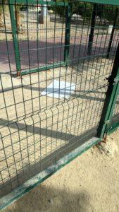 2019-10-02 ZECA Joven Futura - Cartel tirado en el suelo