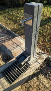 2019-10-25 ZECA Joven Futura - Depósito agua del bebedero reparado.