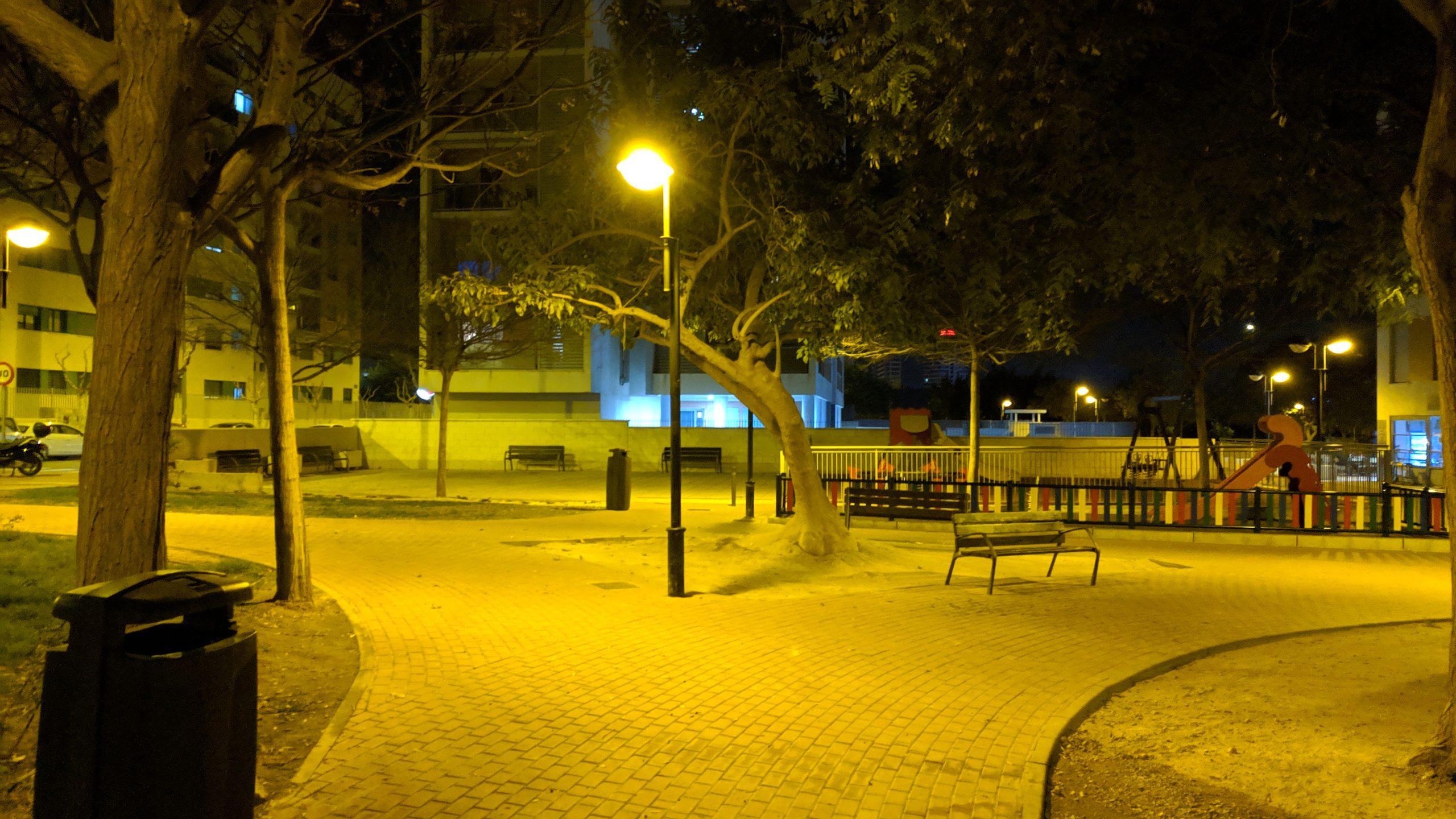 2020-01-18 Farola central Plaza Open Futura encendida