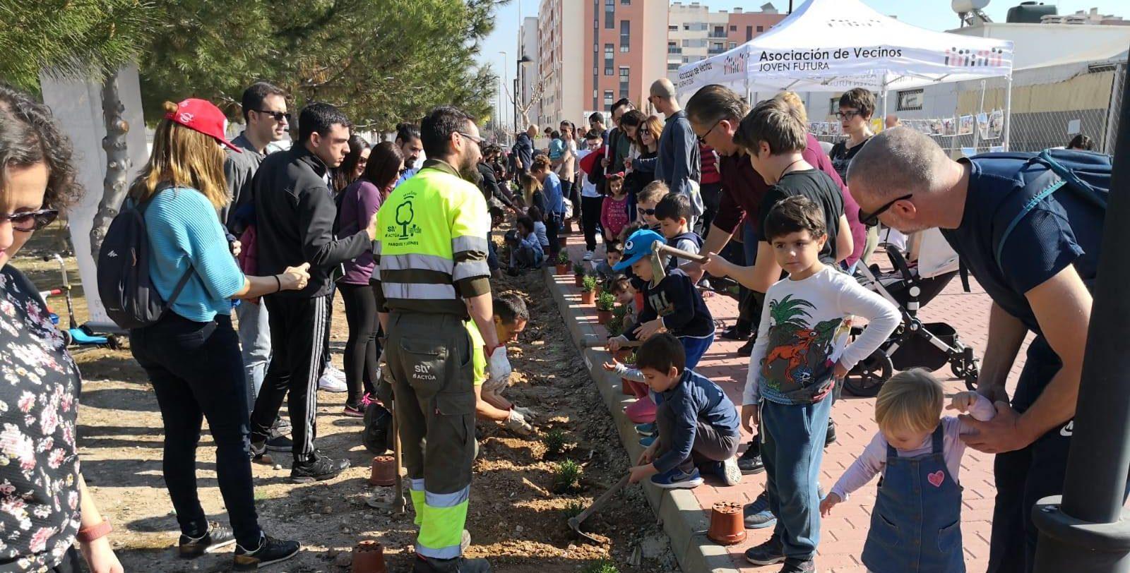 2020-02-15 Plantación Arbustos Jardín Ocupa junto #ElMetropolitano
