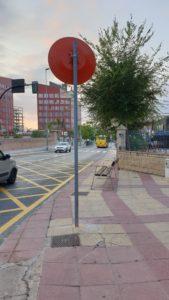 2020-09-07 Espejo reparado en Avenida Montesinos cerca de Joven Futura