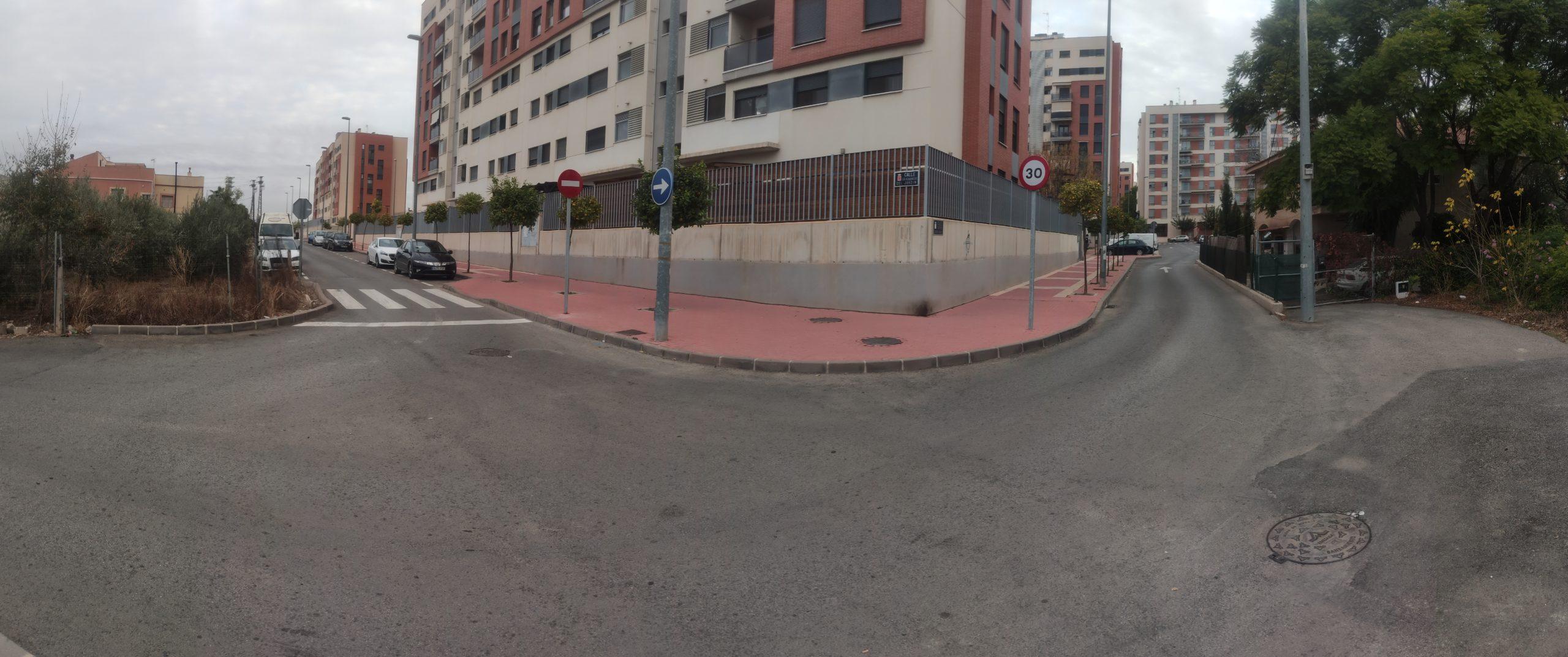 2020-11-13 Panorámica del cruce C/ Académicas del Jardín con Carril del Florero y calle escritor Jerónimo Tristante de Joven Futura con nueva señalización.