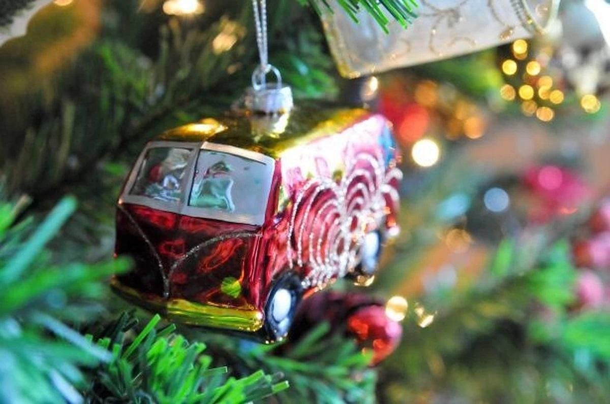 Autobús en árbol navideño Joven Futura