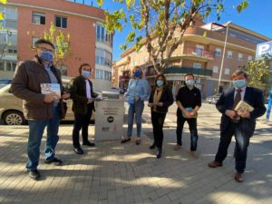 2020-11-26 Instalación de buzón recogida libros biblioteca de Espinardo gracias a Joven Futura