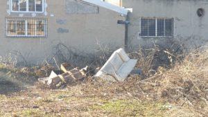 2021-01-29 Solares con enseres sin retirar junto zona rambla Espinardo en Avenida Joven Futura