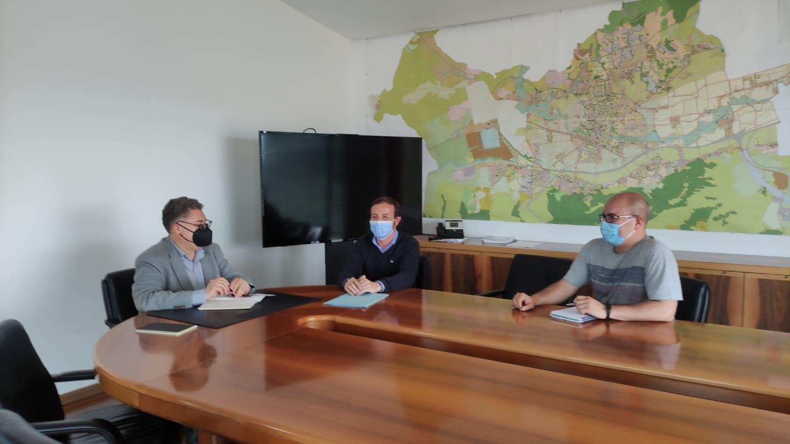 2021-04-27 Reunión con Andrés Fco Guerrero Concejal de Urbanismo y Transición Ecológica del Ayuntamiento de Murcia con la Asociación de Vecinos de Joven Futura