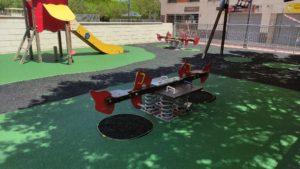2021-07-06 Sustitución de pavimento en el parque infantil de la plaza Open Futura en Joven Futura